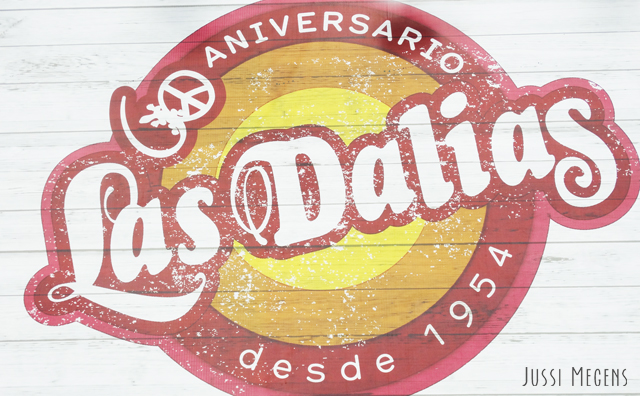 The oldest hippymarket of Ibiza - Dahlias. For all Ibiza items, handmade jewelry, towels, clothes and more!