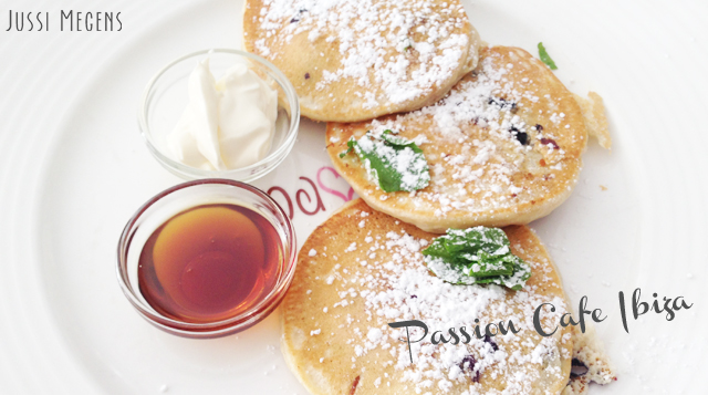 Passion-cafe-ibiza-healthy-hotspot-raw-vegan-vega-cafe-gezond-eten-spain-marina-playa-den-bossa-santa-eularia
