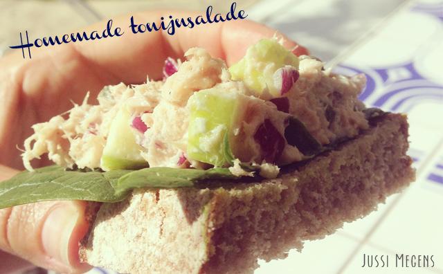 Homemade tonijnsalade met appel en rode ui