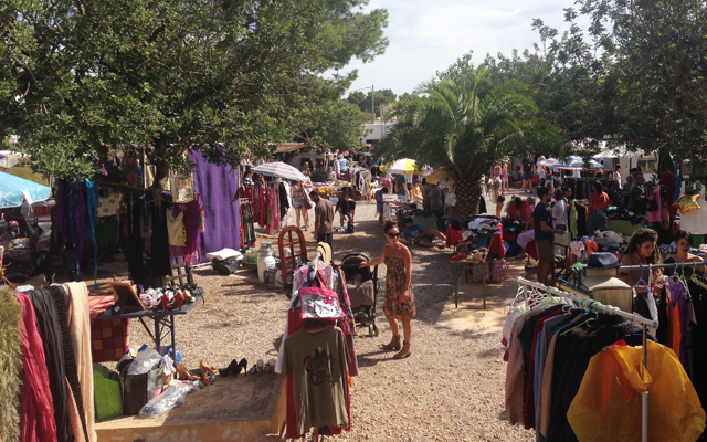 flea-vintage second-hand shop-ibiza-cycle-cheap-shopping-cala-llenya-fleamarket-second-hand